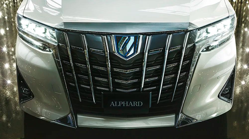 【人気車種】トヨタアルファードの燃費はどれくらい?ライバル車種とも比較した!