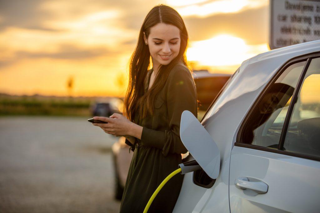 女性が乗りやすい車の特徴は?