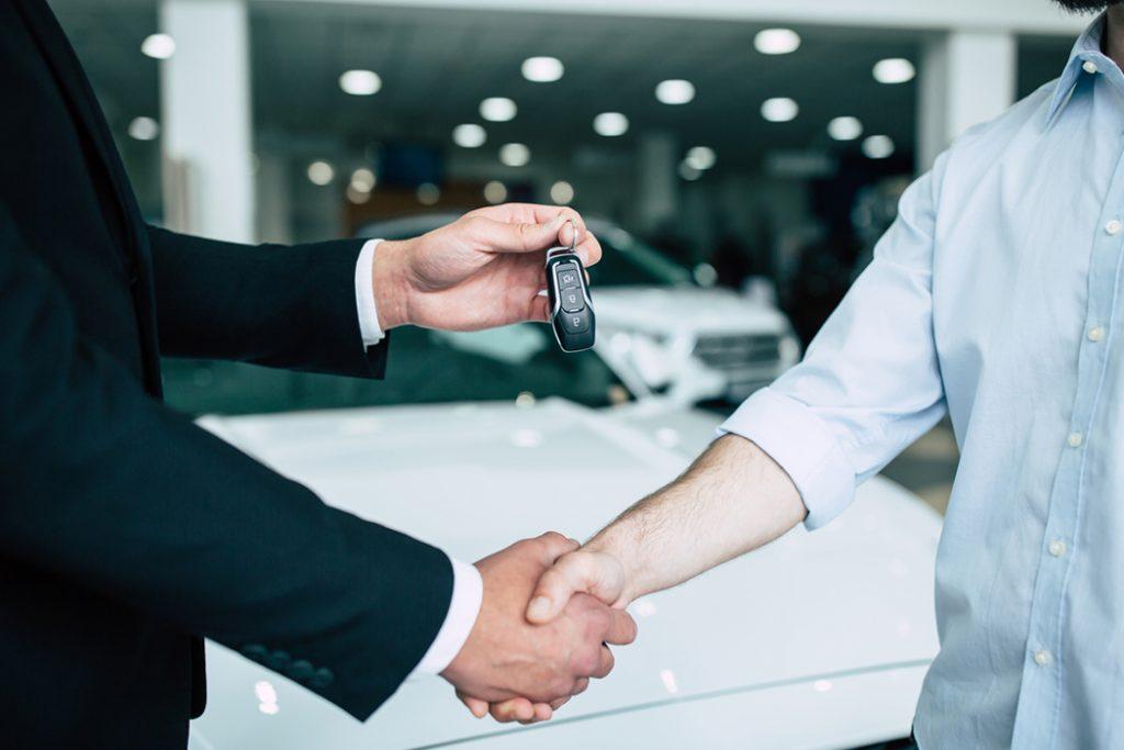 新車購入の流れとは?値引き交渉におすすめな時期や注意点